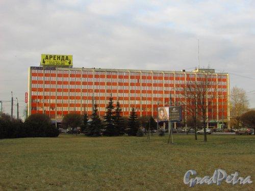 Ленинский пр., дом 160. Общий вид Бизнес-центр «Меридиан» со стороны Площади Конституции. Фото 30 декабря 2015 года.