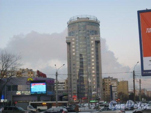 Ленинский пр., дом 100, корпус 3. Вид от пустыря у фасада дома 41 по пр. Маршала Жукова. Фото 5 января 2016 г.