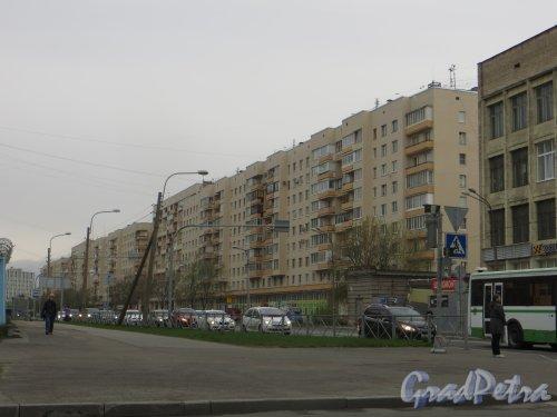 Проспект КИМа, дом 4. Ощий вид жилого дома. Фото 8 мая 2015 года.
