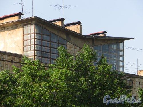 Проспект КИМа, дом 28. Общий вид мансарды для художников. Фото 14 июня 2015 года.