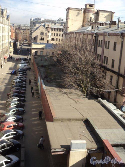 Чкаловский проспект, дом 50, литера В. Общий вид одноэтажного корпуса. Фото 25 апреля 2011 года.