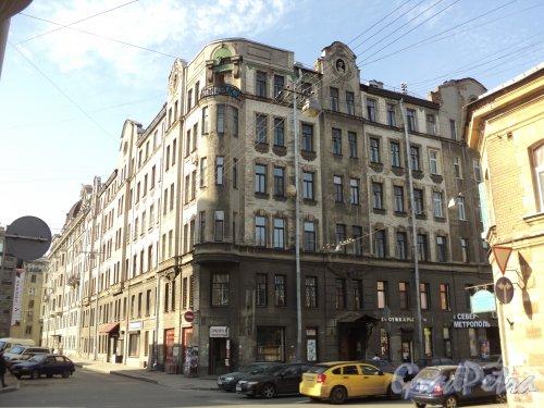 Чкаловский проспект, дом 52, литера А / улица Всеволода Вишневского, дом 9. Общий вид здания со стороны Чкаловского проспекта. Фото 25 апреля 2011 года.