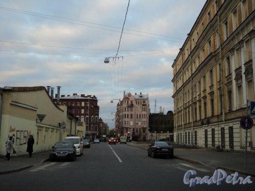 Участок Чкаловского проспекта от улицы Красного Курсанта в сторону Пионерской улицы (участок бывшего 2-й Музыкантского переулка). Фото 29 сентября 2010 года.