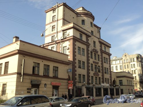 Чкаловский пр., дом 50. Общий вид фасада, выходящего на Чкаловский проспект. Фото 25 апреля 2011 года.