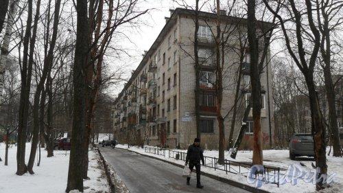 Проспект Тореза, дом 78. 5-этажный жилой дом серии 1-528кп 1965 года постройки. 5 парадных, 100 квартир. Фото 19 февраля 2016 года.
