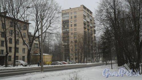 Институтский проспект, дом 6. 12-этажный жилой дом серии щ5416 1968 года постройки. 2 парадные, 84 квартиры. Фото 27 февраля 2016 года.