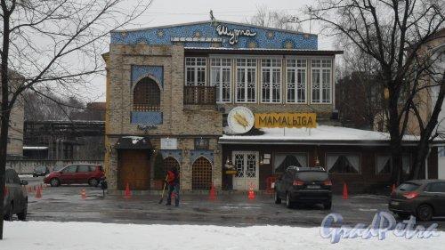 Проспект Энгельса, дом 27, литер АЕ. 2-этажное здание. В здании расположены: ресторан кавказской кухни «Мамалыга», 600-24-25, доставка 998-00-98. Ресторан «Шурпа», 245-37-76. Фото 6 марта 2016 года.