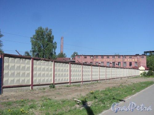 Проспект Энергетиков, дом 6. Ювелирный завода «Альфа». Ограждение вдоль проспекта Энергетиков . Фото 21 мая 2011 года.