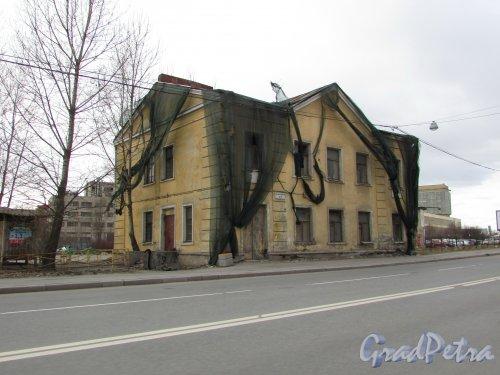 проспект Шаумяна, дом 9, литера А. Общий вид здания. Фото 20 марта 2016 года.