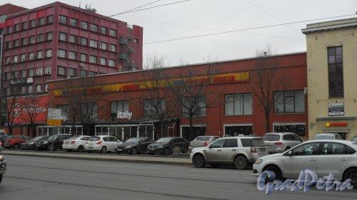 Проспект Энгельса, дом 27, литера Д. Левая (северная) часть здания.