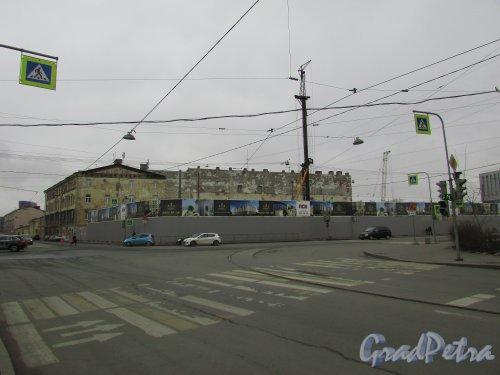 Проспект Бакунина, дом 27. Общий вид участка, на котором будет построен ЖК «Дипломатъ». Фото 2 апреля 2016 года.