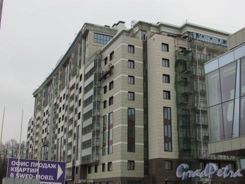 Приморский проспект, дом 52, корпус 1. Фасад жилого дома «LIFE-Приморский» со стороны Приморского проспекта. Фото 2 апреля 2016 года
