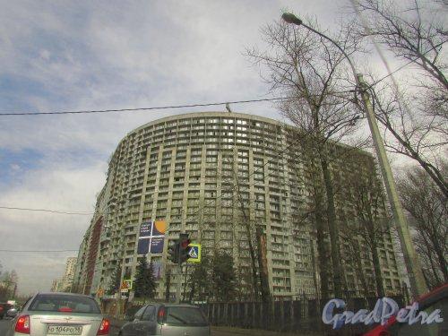 Проспект Александровской фермы, дом 8. Строительство жилого комплекса «Green City». Фото 8 апреля 2016 года.