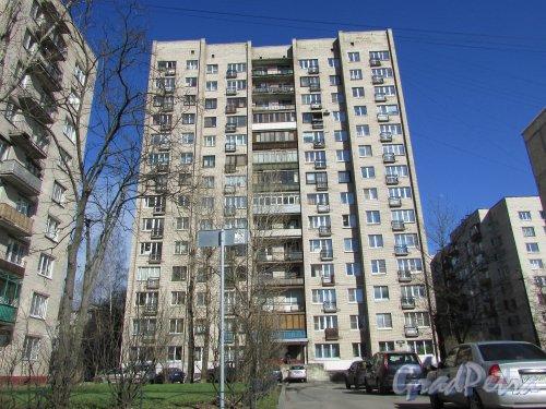 проспект Космонавтов, дом 88, литера А. Общий вид жилого дома со стороны проспекта Космонавтов. Фото 16 апреля 2016 года.