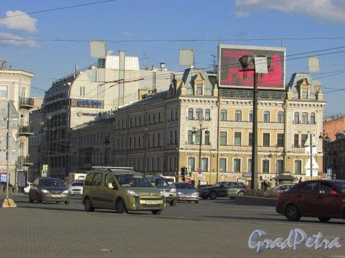 Невский проспект, дом 87 / Гончарная улица, дом 2. Общий вид со стороны площади Восстания. Фото 16 апреля 2016 года.