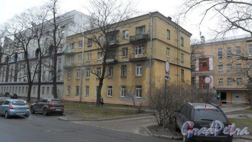 Проспект Пархоменко, дом 10, литер Д. 4-этажный жилой дом 1962 года постройки. 1 парадная, 8 квартир.