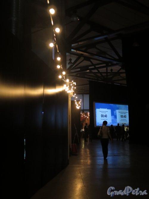 Большой пр., В.О., д. 103. Комплекс «ЛенЭкспо». Мультимедийная выставка «От Моне до Сезанна. Французские импрессионисты». Фойе. фото январь 2015 г.