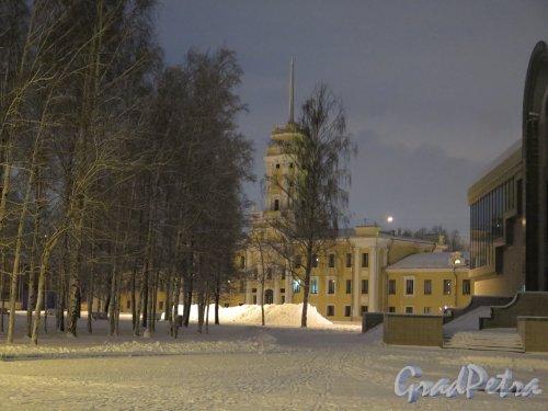 Большой пр., В.О., д. 103, к. 9/Наличная ул., 6. Здание НИМИСТа, 1947-49, арх. Д.П. Бурышкин. Общий вид фасада со стороны залива в вечернее время. фото январь 2015 г.