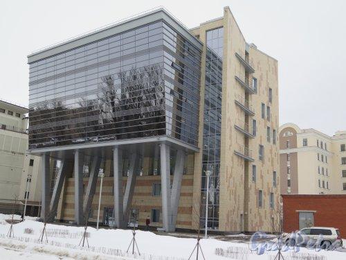 Крестовский пр., д. 11, литера А. Офисный центр. Общий вид с Крестовского пр. фото февраль 2015 г.
