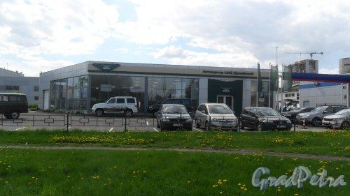"""Дунайский проспект, дом 15, корпус 1, литер Б. Автоцентр """"UAZ Дунайский"""", 331-0-332. Фото 16 мая 2016 года."""