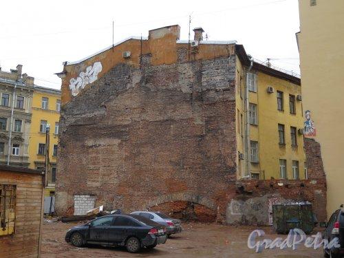 Загородный пр., д. 5. Боковая стена домов по Щербакову пер. фото апрель 2015 г.