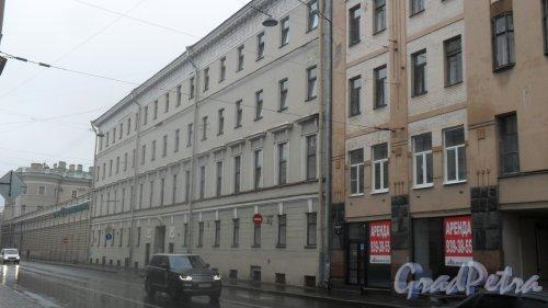 Вознесенский проспект, дом 16. 4-этажное административное здание. Комитет по развитию предпринимательства и потребительского рынка Санкт-Петербурга. Фото 28 июня 2016 года.