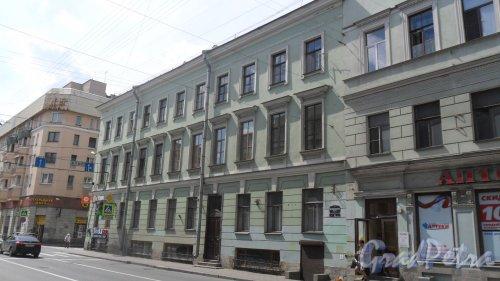 Вознесенский проспект, дом 35 / пр. Римского-Корсакова, дом 13. 3-этажный жилой дом 1917 года постройки. 4 парадные, 15 квартир.