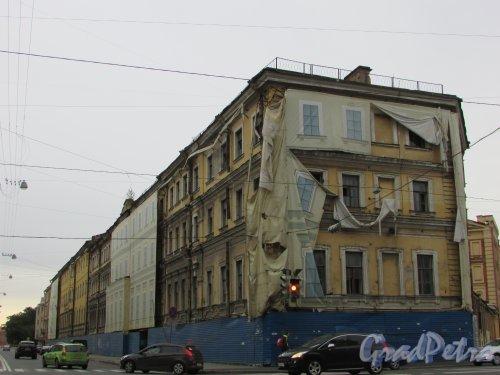 проспект Римского-Корсакова, дом 22. Общий вид здания со стороны Лермонтовского проспекта. Фото 29 августа 2016 года.