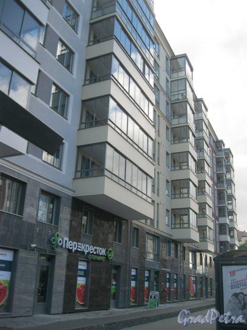 Аптекарский пр., дом 18. Фрагмент фасада жилого комплекса «Skandi Klubb». Фото 16 сентября 2016 г.