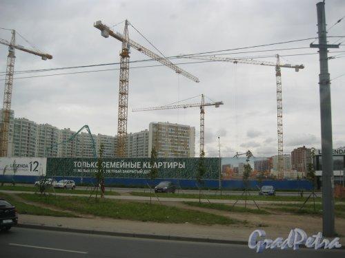 Дальневосточный пр., дом 12. ЖК «LEGENDA на Дальневосточном 12». Общий вид строительной площадки с ул. Коллонтай. Фото 15 сентября 2016 г.