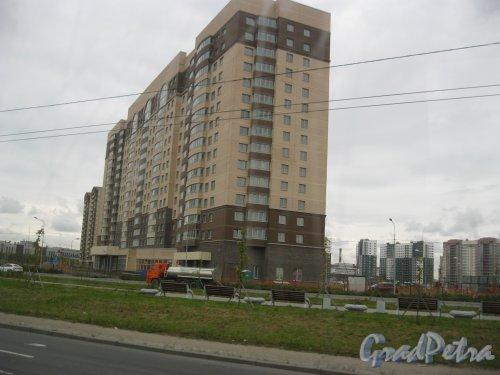 Дальневосточный пр., дом 8, корпус 1, литера А. Общий вид строящегося здания. Фото 15 сентября 2016 г.