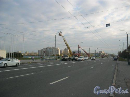пр. Юрия Гагарина в районе дома 8. Проверка плафонов освещения на пр. Гагарина. Фото 21 октября 2016 г.