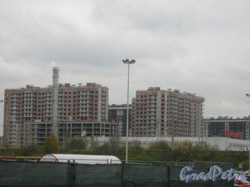 Общий вид с Московского пр. на одно из строящихся зданий ЖК «Московский квартал». Фото 21 октября 2016 г.