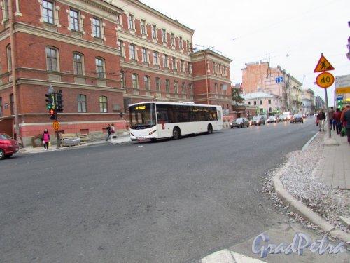 Новый асфальт на Суворовском проспекте на перекрёстке со 2-й Советской улицей. Фото 17 октября 2016 года.