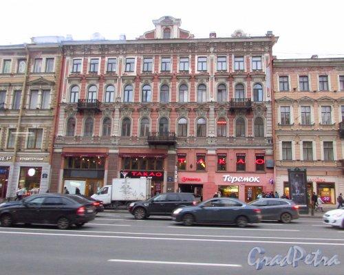 Невский проспект, дом 106. Общий вид фасада здания. Фото 17 октября 2016 года.