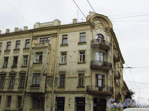 Каменноостровский проспект, дом 22 (угловая часть) / Большая Монетная улица, дом 11 . Угловая часть здания. Фото 8 июля 2016 года.