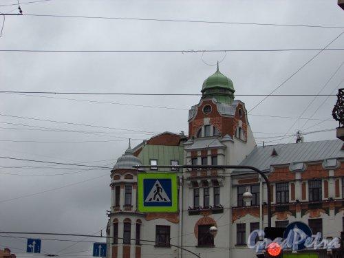 Каменноостровский проспект, дом 13. Угловая часть здания со стороны улицы Мира. Фото 8 июля 2016 года.