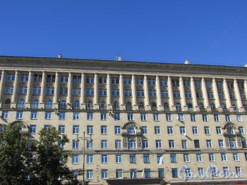 Московский проспект, дом 191. Общий вид фасада. Фото 3 сентября 2016 года.