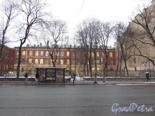 Литейный проспект, дом 37-39, литера А (правая часть здания) и  общий вид сада дома Пашкова на Литейном проспекте между домом 35 и домом 37-39 . Фото 4 февраля 2017 года.