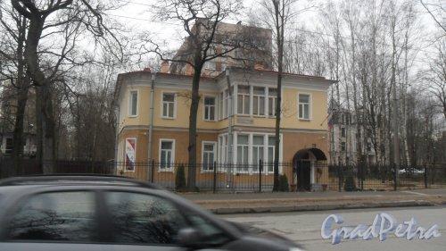 Институтский проспект, дом 18. Отдел надзорной деятельности Выборгского района УНДПР. Фото 2 апреля 2017 года.