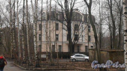 Институтский проспект, дом 16, корпус 2, литер А. Фото 2 апреля 2017 года.