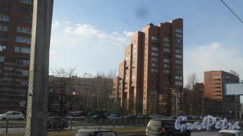 Коломяжский проспект, дом 34, корпус 2. 16-этажный жилой дом 1986 года постройки. 1 парадная, 98 квартир. Фото 9 апреля 2017 года.
