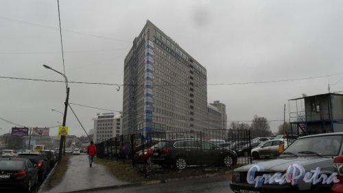 """Коломяжский проспект, дом 27. Бизнес-центр """"Содружество"""". Фото 21 апреля 2017 года."""