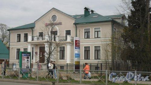 """Всеволожск, Всеволожский проспект, дом 29. Банк """"Рускобанк"""". Фото 19 мая 2017 года."""
