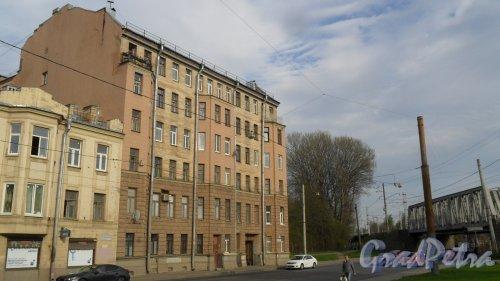 Большой Сампсониевский проспект, дом 93. 7-этажный жилой дом 1917 года постройки. Год проведения реконструкции 1975. 1 парадная, 23 квартиры. Фото 21 мая 2017 года.