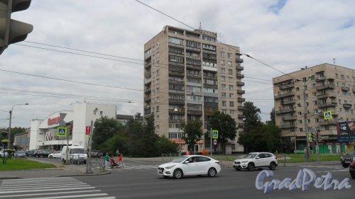 Гражданский проспект, дом 18. 12-этажный жилой дом серии щ-5416 1971 года постройки. 2 парадные, 81 квартира. Фото 11 августа 2016 года.