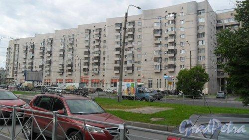 Гражданский проспект, дом 4, корпус 1. 10-этажный жилой дом 1995 года постройки. 4 парадные, 205 квартир. Фото 11 августа 2017 года.
