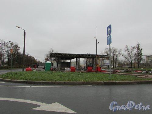 Витебский проспект, дом 22, литера А. Реконструкция Автозаправочной станции «Лукойл». Фото 29 октября 2017 года.