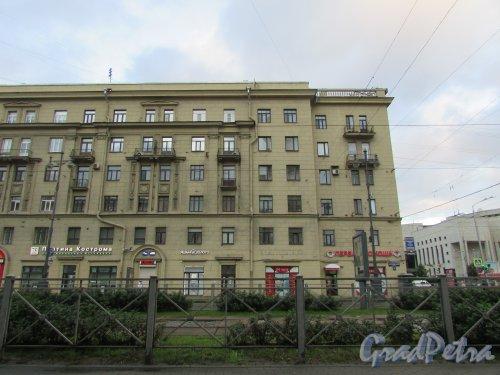 Московский проспект, дом 167, литера А. Угловая часть жилого дома со стороны Бассейной улицы. Фото 20 сентября 216 года.
