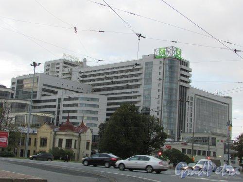 Московский проспект, дом 97. Общий вид отеля «Holiday Inn Московские ворота». Фото 20 сентября 216 года.